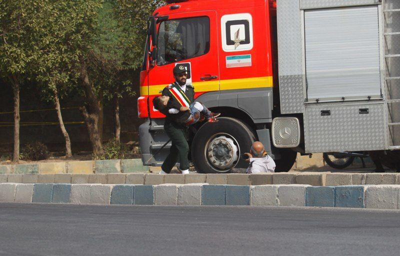 تیر خوردن یک کودک در حادثه تروریستی اهواز +عکس