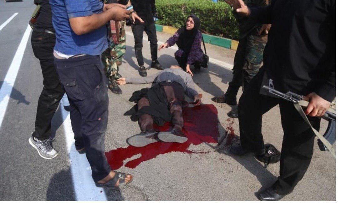عکس/تصویری دردناک از تیرخوردن یک شهروند در حمله تروریستی